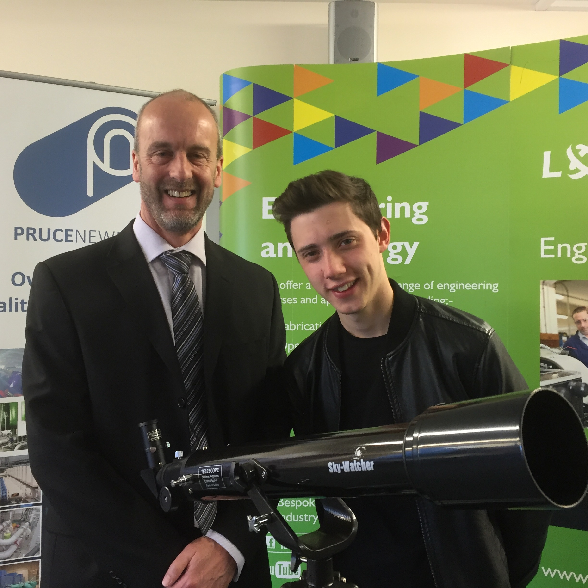 Tim Moorse (l) presents Max Harrison (r) with his prize